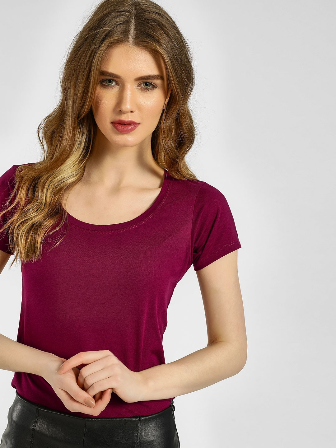KOOVS PLUM Basic Scoop Neck T-Shirt 1