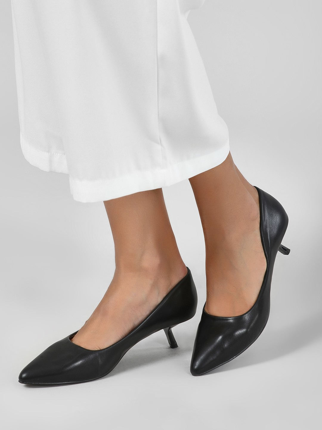 Intoto Black Angular Kitten Heel Pumps 1