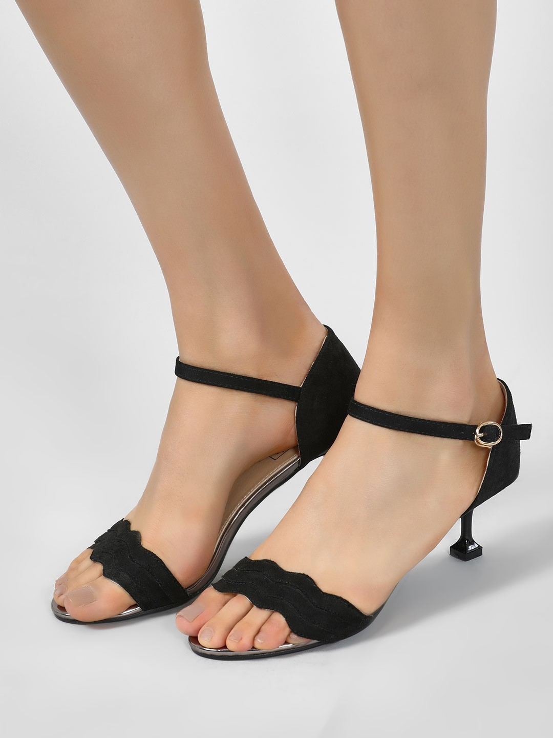 Intoto Black Scalloped Strap Kitten Heel Sandals 1