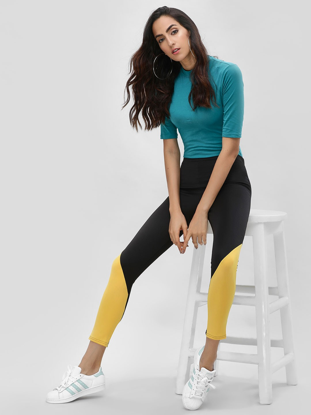 Lasula Black Contrast Panel Cropped Leggings 1