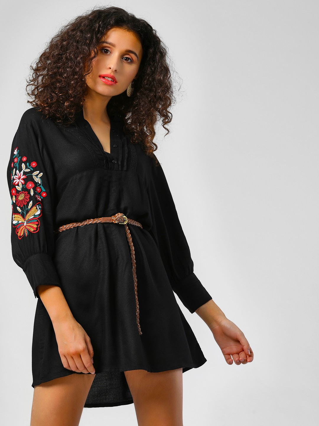 Sbuys Black Floral Embroidered Sleeve Shift Dress 1