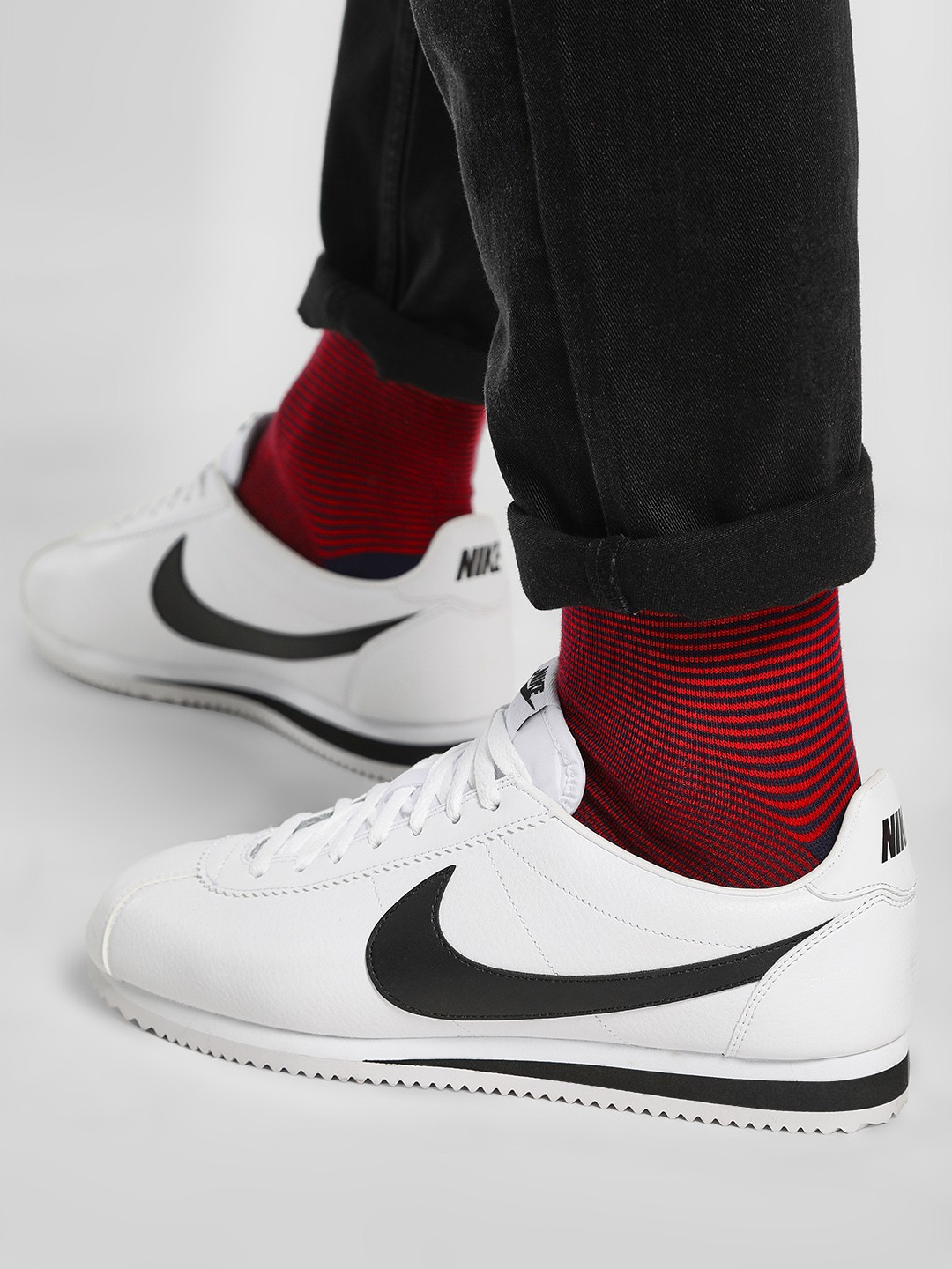 online store 4094c 9b702 Buy Nike White Classic Cortez Leather Shoes for Men Online ...