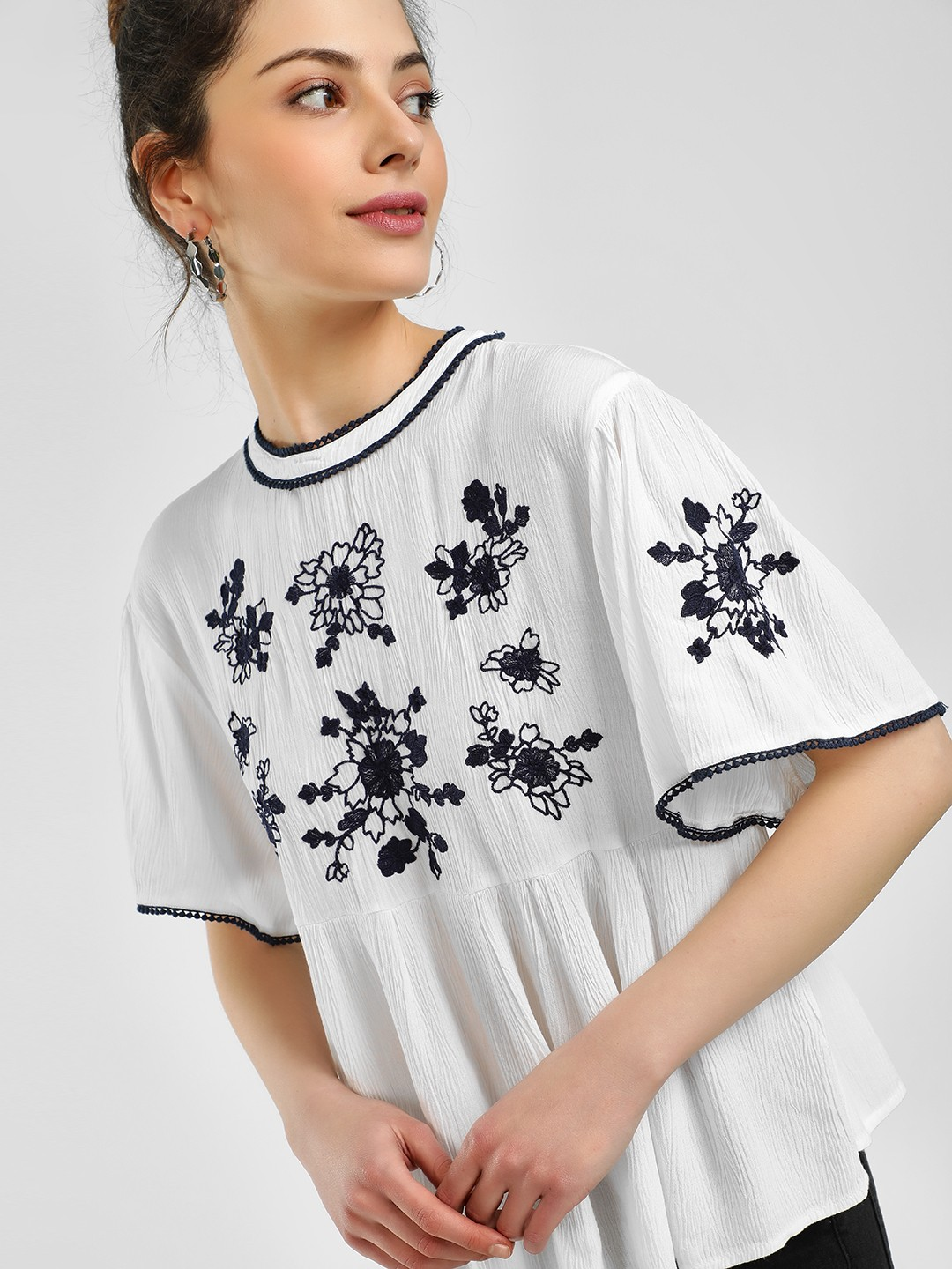 Sbuys White Floral Embroidered Flared Blouse 1