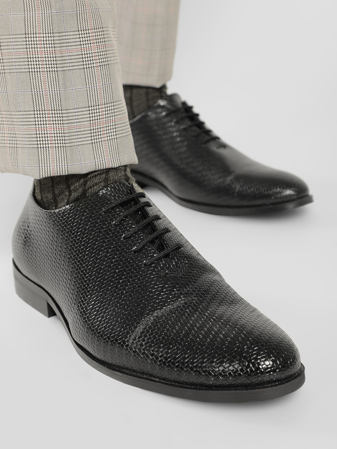 Bolt Of The Good Stuff Black Weaved Oxford Shoes 1