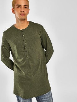 SKULT By Shahid Kapoor Longline Henley Neck T-Shirt