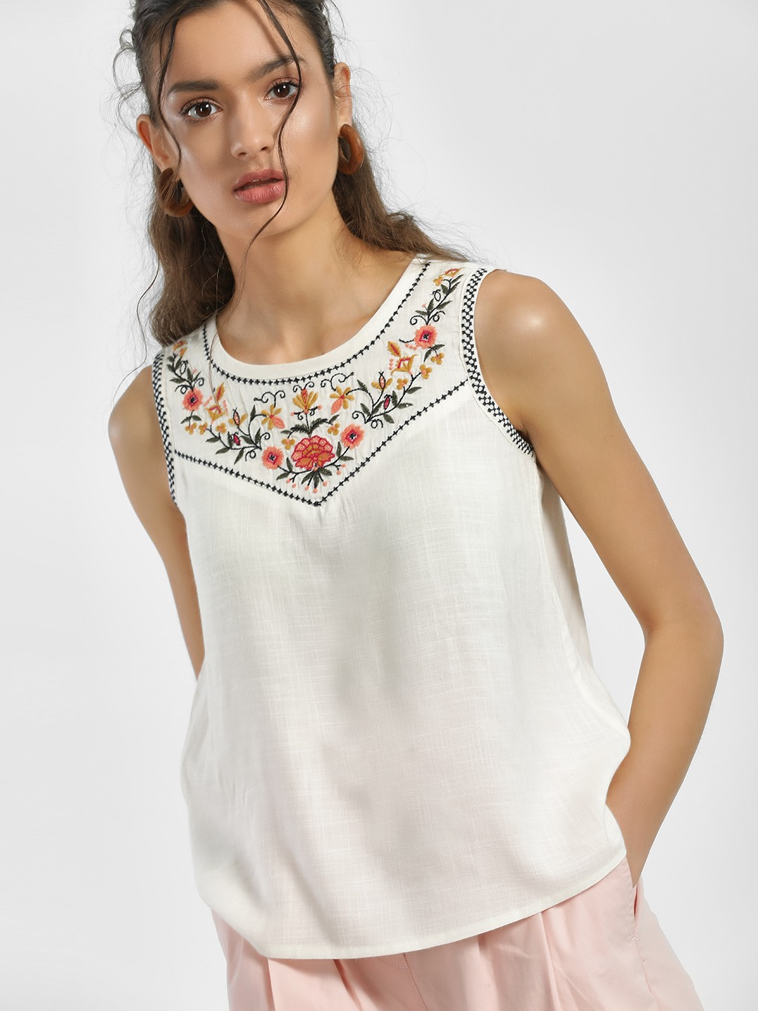 People Off White Floral Embroidered Sleeveless Blouse 1
