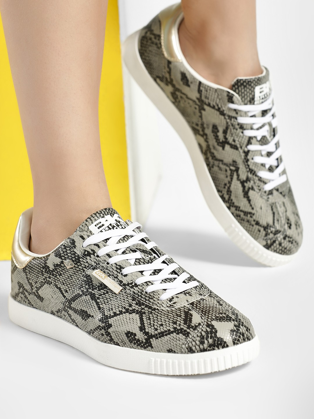 BRITISH KNIGHTS Grey Snake Print Pointed Sneakers 1