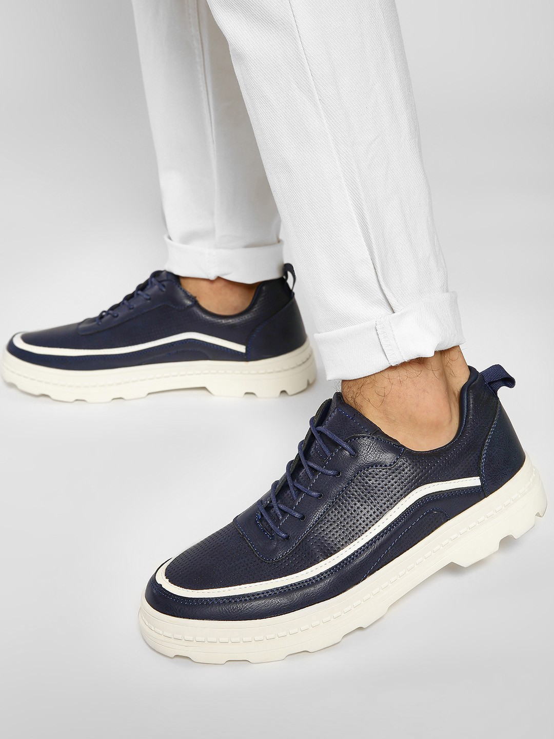 Kindred Blue Contrast Lining Sneakers 1