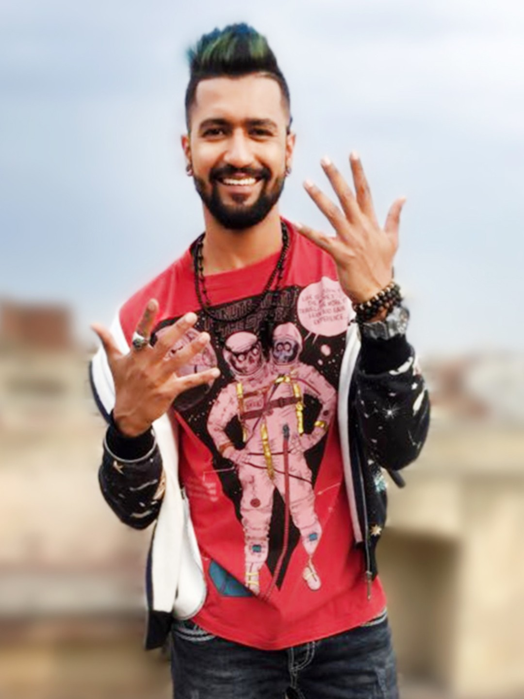Bollywoo Multi In The Style Of Vicky Kaushal Placement Slogan Print T-Shirt 1
