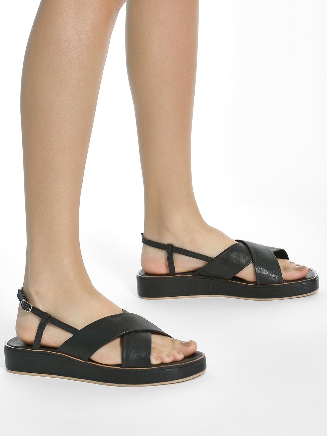 ILLIMITE Black Criss-Cross Strap Flatform Sandals 1