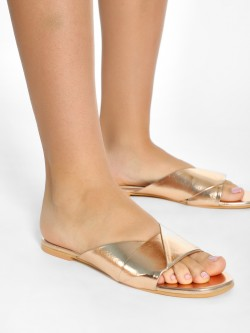CAi Twisted Strap Flat Sandals