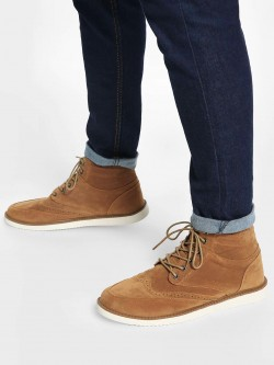 KOOVS Brogue Punches Suede Chukka Boots